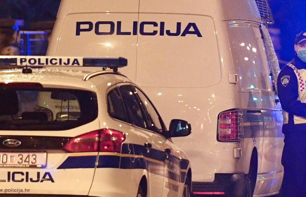Potukli se vidno pijani na Kramu pa ih svladali i priveli policajci