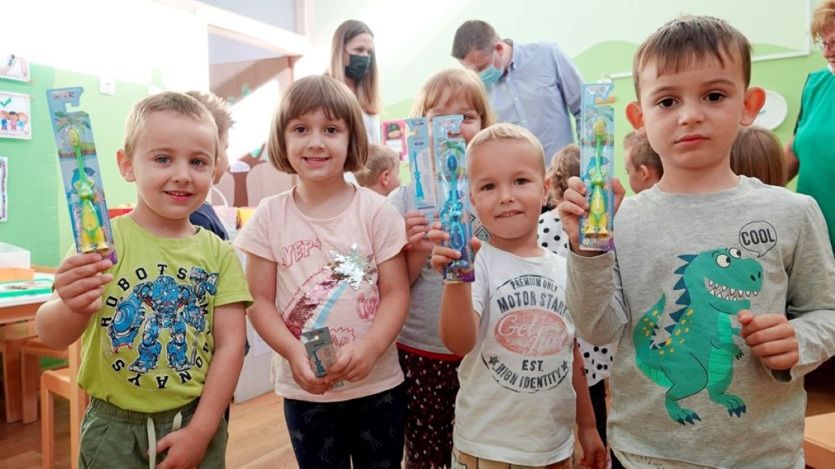 Vrtićarci od Grada dobili šarene četkice za zube