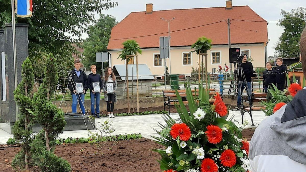 Postavljen i posvećen spomenik palim braniteljima iz Ivanske preseljen zbog gradnje rotora