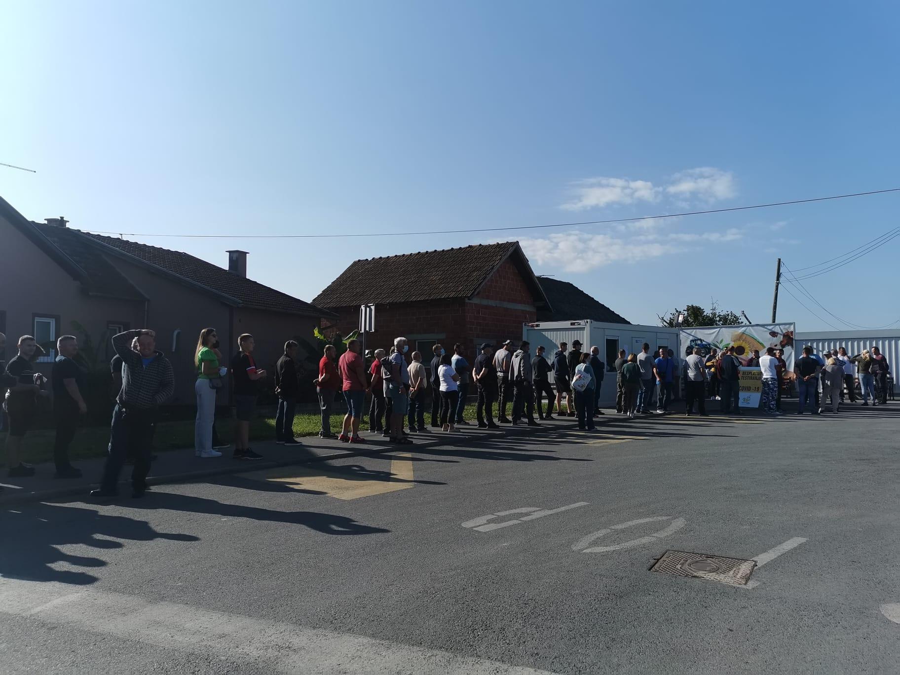 Građani jedva dočekali Sajam, redovi ispred punktova za testiranje