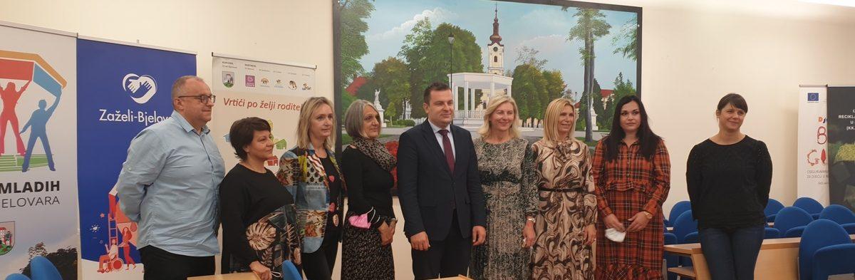Dario Hrebak čestitao najboljim bjelovarskim nastavnicima