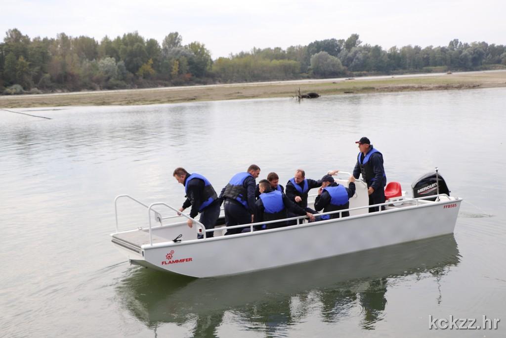 Vježba potrage za nestalom osobom na rijeci Dravi